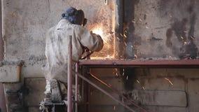 Het lassen in een Mijnbouw stock video