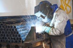 Het Lassen van de Arbeider van de fabriek Royalty-vrije Stock Afbeelding