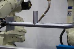 Het lassenpijp van het robotwapen royalty-vrije stock foto