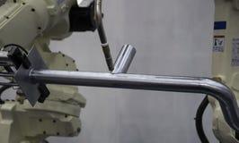 Het lassenpijp van het robotwapen stock fotografie