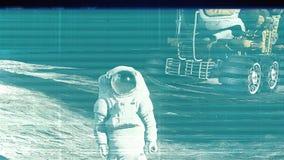 Het lawaai van TV en Glitch met een astronaut stock videobeelden