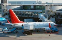 Het leegmaken van vliegtuigen lading stock fotografie