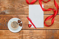 Het lege blad van document en pen met kleine harten Royalty-vrije Stock Afbeelding