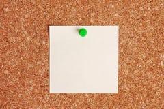 Het lege Document van de Nota op Corkboard Stock Afbeelding