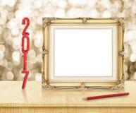 Het lege Gouden Uitstekende kader met rood schittert het nieuwe jaar van 2017 en Re Stock Afbeelding