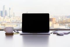 Het lege laptop scherm stock afbeeldingen