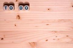 Het lege lichte hout vult dit die malplaatjebeeld met de woordentaak uit in blokken langs de bovenkant wordt gespeld royalty-vrije stock fotografie