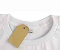 Het lege prijskaartje hangt over t-shirt Royalty-vrije Stock Fotografie