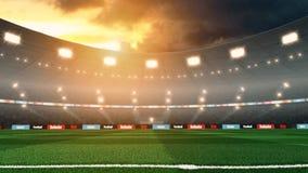 Het lege stadion van het zonsondergangvoetbal met lichten en menigte royalty-vrije stock fotografie