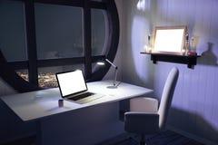 Het lege witte laptop scherm op witte lijst met stoel en ronde wi royalty-vrije stock afbeelding