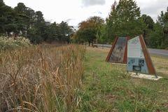 Het Legendarische Lindsays-teken bij de Botanische Tuinen van Creswick herdenkt vijf artistieke siblings van Lindsay van Creswick stock foto's