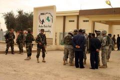 Het Leger van de V.S. en Iraakse Militairen Stock Foto's