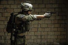 Het Legerboswachter die van de V.S. pistool streven Stock Afbeelding
