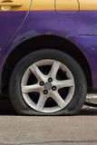 Het lek van de autoband Stock Foto