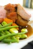 Het lendestuk van het varkensvlees dat met bacon 3 wordt verpakt Royalty-vrije Stock Foto