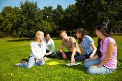 Het leren bij campus Royalty-vrije Stock Afbeeldingen