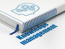 Het leren concept: boekhoofd met Toestellen, Kennisbeheer op witte achtergrond Royalty-vrije Stock Afbeeldingen