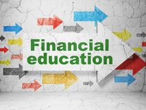 Het leren concept: pijl met Financieel Onderwijs op de achtergrond van de grungemuur Royalty-vrije Stock Afbeeldingen
