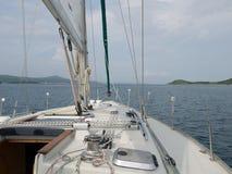 het leren om een jacht in Kroatië te varen Stock Foto's