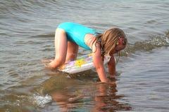 Het leren te zwemmen stock afbeelding