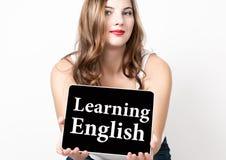 Het lerende die Engels op het virtuele scherm wordt geschreven Technologie, Internet en voorzien van een netwerkconcept mooie vro Royalty-vrije Stock Foto's