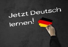 Het lerende Duits nu! stock foto