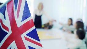 Het lerende Engels in basisschool Vlag van Groot-Brittanni? stock videobeelden