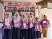 Het lerende Engels in een Moslimgesubsidieerde lage school in Thailand (2) Royalty-vrije Stock Fotografie