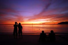 Het letten op van het paar zonsondergang Stock Afbeelding