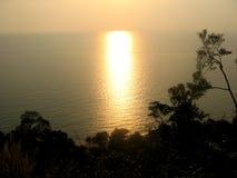 Het letten van de op zonsondergang stock afbeeldingen