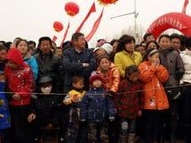 Het letten van op traditionele dans Yangge in de sneeuw Royalty-vrije Stock Afbeeldingen