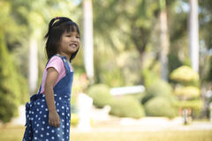 Het leuke Aziatische meisje glimlacht stock afbeelding