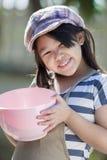 Het leuke Aziatische meisjes koken Royalty-vrije Stock Foto's