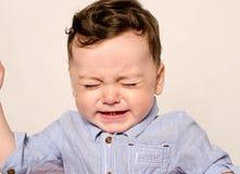 Het leuke babyjongen schreeuwen Stock Afbeeldingen