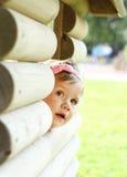 Het leuke babymeisje kijken Royalty-vrije Stock Foto's