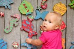 Het leuke Babymeisje Spelen bij Speelplaats Stock Fotografie