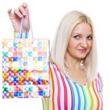 Het leuke blonde toont het pakket aan Stock Foto's