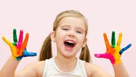 Het leuke gelukkige meisje met dient verf in royalty-vrije stock afbeelding