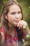 Het leuke jonge meisje kijkt close-up Stock Foto