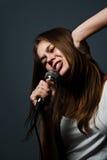 Het leuke jonge meisje zingen Royalty-vrije Stock Foto