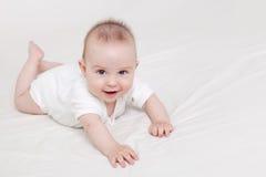 Het leuke Kruipen van de Baby Stock Fotografie