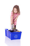 Jong meisje recycling Stock Afbeeldingen