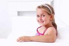 Het leuke meisje glimlachen Stock Foto's