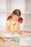 Het leuke meisje schilderen Royalty-vrije Stock Foto's