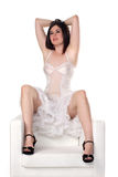 Het leuke meisje in speld-omhoog stelt in nachtjapon Royalty-vrije Stock Foto's