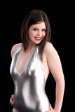 Het leuke meisje in speld-omhoog stelt in zilveren badpak Stock Afbeelding
