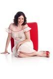 Het leuke meisje in speld-omhoog stelt in zuivere kleding Royalty-vrije Stock Afbeelding