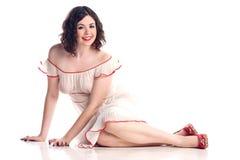 Het leuke meisje in speld-omhoog stelt in zuivere kleding Royalty-vrije Stock Foto's