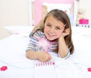 Het leuke meisje spelen Stock Foto