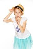 Het leuke meisje stellen voor de camera Stock Foto's